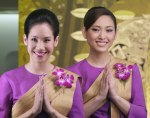 THAI_flight_attendants_posing_01